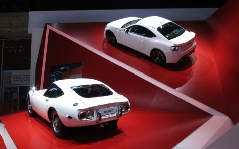 1967-Toyota-2000GT-2013-Toyota-FT86-rear-1024x640