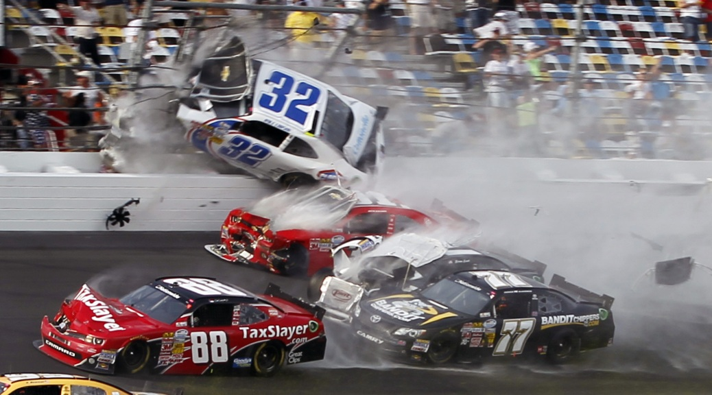 a history of nascar Before there was nascar (national association of stock car auto racing), there were 'moonrunners' a guy with a souped up car with a 200-gallon moonshine tank, driving his coupe at breakneck speeds through the twisty mountain roads to deliver the 'shine.